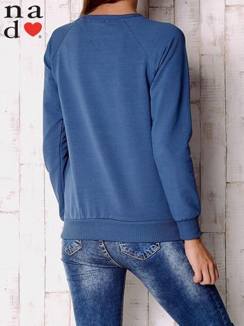 Ciemnoniebieska bluza z motywem dłoni                                  zdj.                                  4