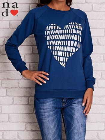 Ciemnoniebieska bluza z nadrukiem w kształcie serca