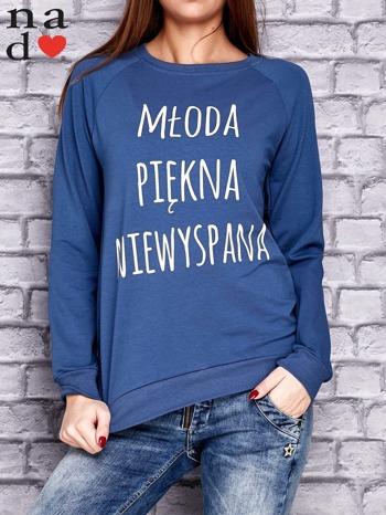 Ciemnoniebieska bluza z napisem MŁODA PIĘKNA NIEWYSPANA                                  zdj.                                  1