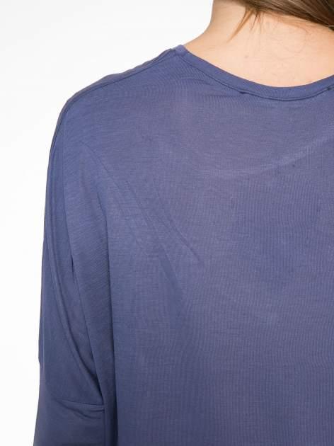Ciemnoniebieska bluzka z asymetrycznym cięciem na dole                                  zdj.                                  11