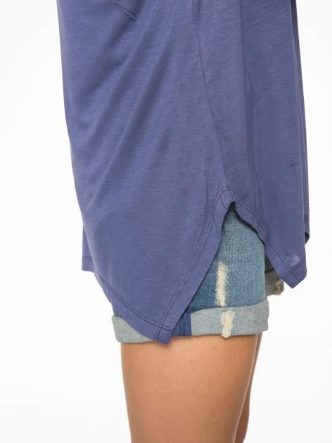 Ciemnoniebieska bluzka z asymetrycznym cięciem na dole                                  zdj.                                  10
