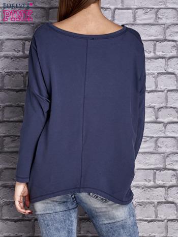 Ciemnoniebieska bluzka z rękawem nietoperz                                  zdj.                                  4