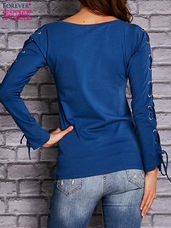 Ciemnoniebieska bluzka z wiązaniem na rękawach                              zdj.                              4