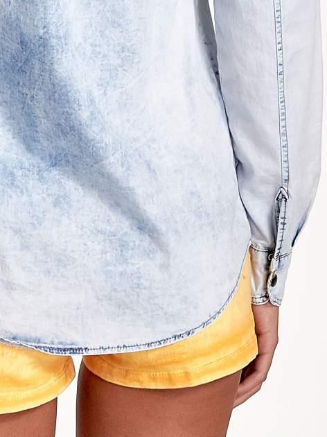 Ciemnoniebieska jeansowa koszula z naszywkami                                  zdj.                                  6