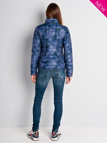 Ciemnoniebieska kurtka puchowa z motywem kwiatowym                                  zdj.                                  7