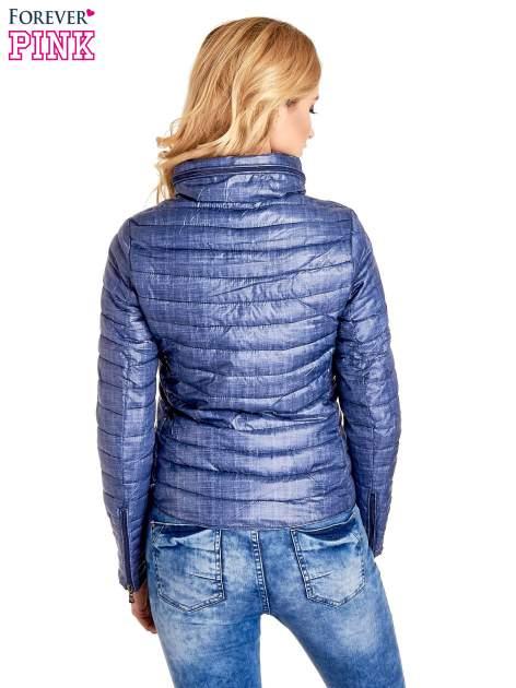 Ciemnoniebieska lekka kurtka puchowa z suwakami przy rękawach                                  zdj.                                  4