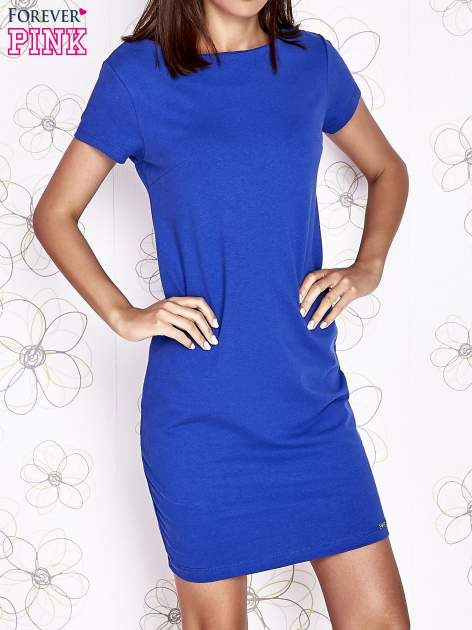 Ciemnoniebieska sukienka dresowa o prostym kroju