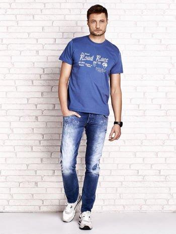 Ciemnoniebieski t-shirt męski z wyścigowym napisem ROAD RACE                                  zdj.                                  4