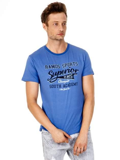 Ciemnoniebieski t-shirt męski ze sportowym nadrukiem i napisem SUPERIOR                                  zdj.                                  2