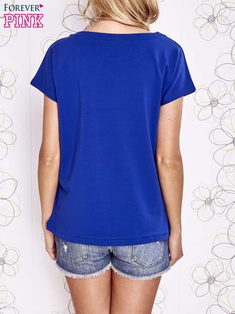Ciemnoniebieski t-shirt z aplikacją owadów                                  zdj.                                  4