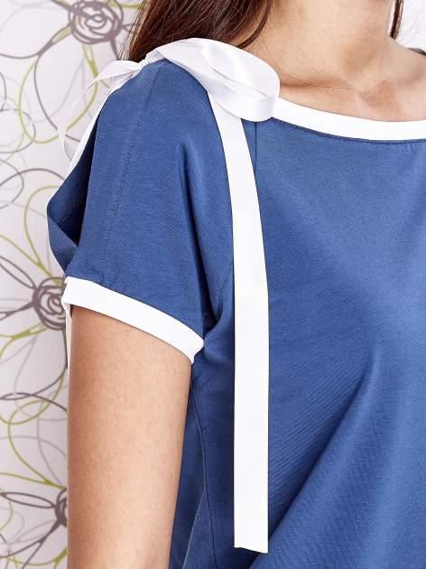 Ciemnoniebieski t-shirt z kokardą                                  zdj.                                  5