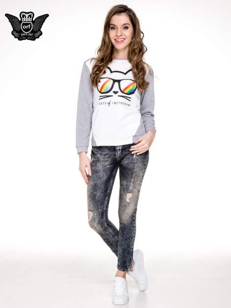 Ciemnoniebieskie cieniowane spodnie jeansowe rurki z przetarciami                                  zdj.                                  2