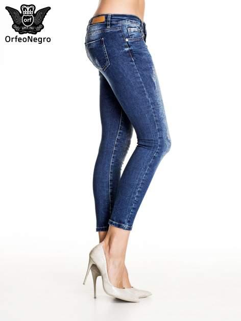 Ciemnoniebieskie gniecione spodnie skinny jeans                                  zdj.                                  3