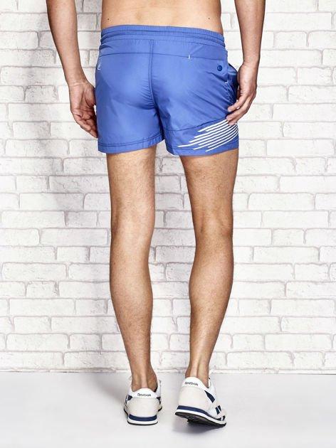 Ciemnoniebieskie męskie szorty kąpielowe z nadrukiem                              zdj.                              3