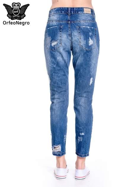 Ciemnoniebieskie spodnie boyfriend jeans z efektem destroyd                                  zdj.                                  5