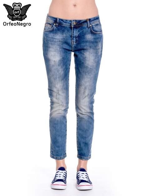 Ciemnoniebieskie spodnie girlfriend jeans z przetarciami                                  zdj.                                  3