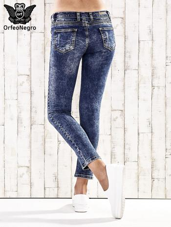 Ciemnoniebieskie spodnie jeansowe marble denim                                  zdj.                                  2
