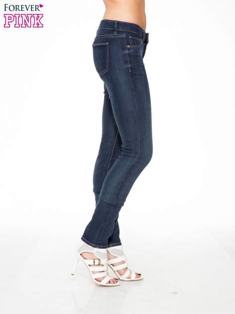 Ciemnoniebieskie spodnie jeansowe rurki                                   zdj.                                  3