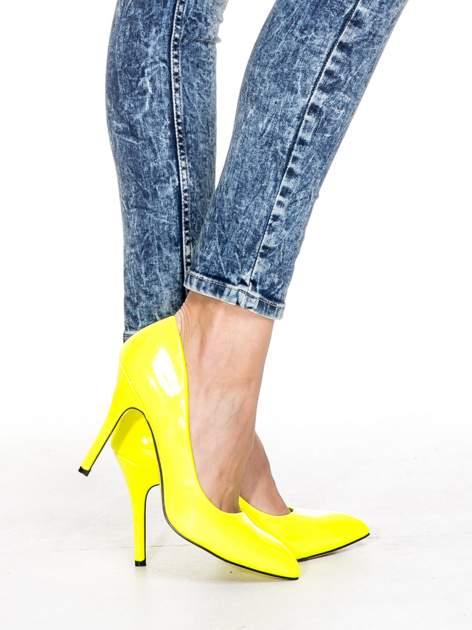 Ciemnoniebieskie spodnie jeansowe rurki marmurki z przetarciami                                  zdj.                                  4