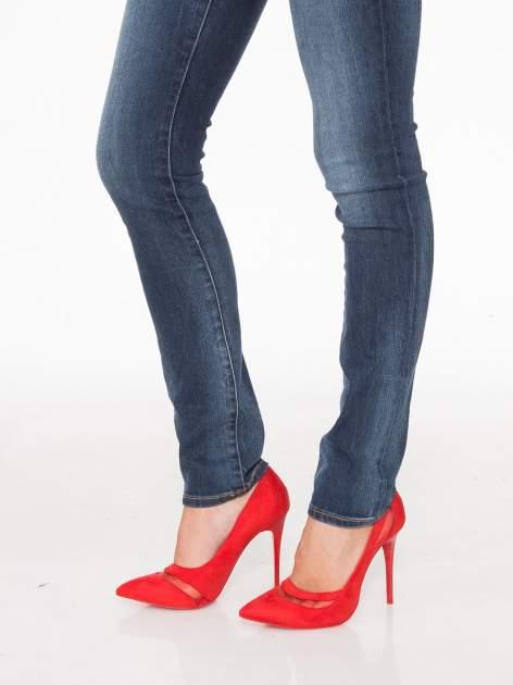 Ciemnoniebieskie spodnie jeansowe rurki z cieniowaniem                                  zdj.                                  9