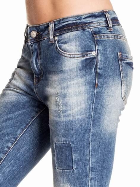 Ciemnoniebieskie spodnie skinny jeans z łatami                                  zdj.                                  5