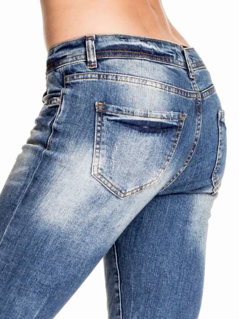 Ciemnoniebieskie spodnie skinny jeans z łatami                                  zdj.                                  6