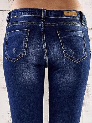 Ciemnoniebieskie spodnie skinny jeans ze złotymi ćwiekami                                  zdj.                                  6