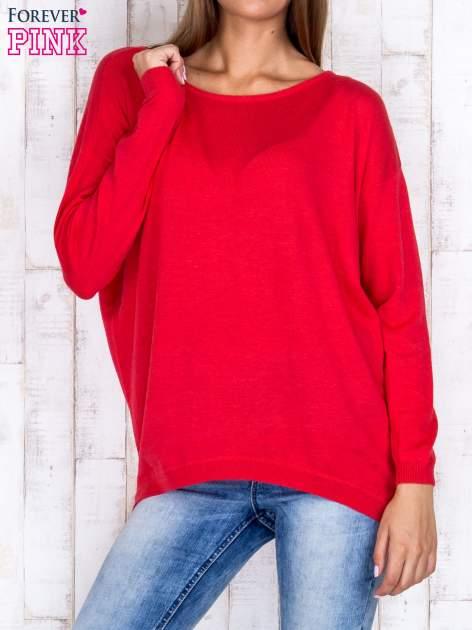 Ciemnoróżowy nietoperzowy sweter oversize z dłuższym tyłem