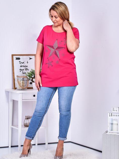 Ciemnoróżowy t-shirt z błyszczącymi gwiazdami PLUS SIZE                              zdj.                              4