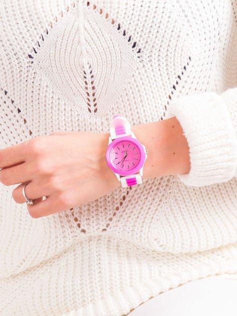 Ciemnoróżowy zegarek damski                              zdj.                              4