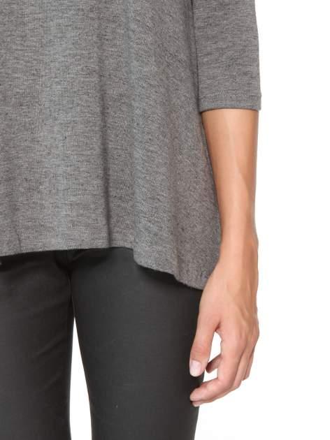 Ciemnoszara bluzka o rozkloszowanym kroju z rękawami 3/4                                  zdj.                                  7