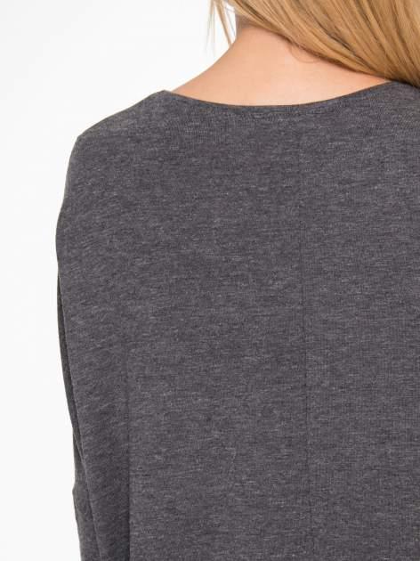 Ciemnoszara bluzka oversize o obniżonej linii ramion                                  zdj.                                  9