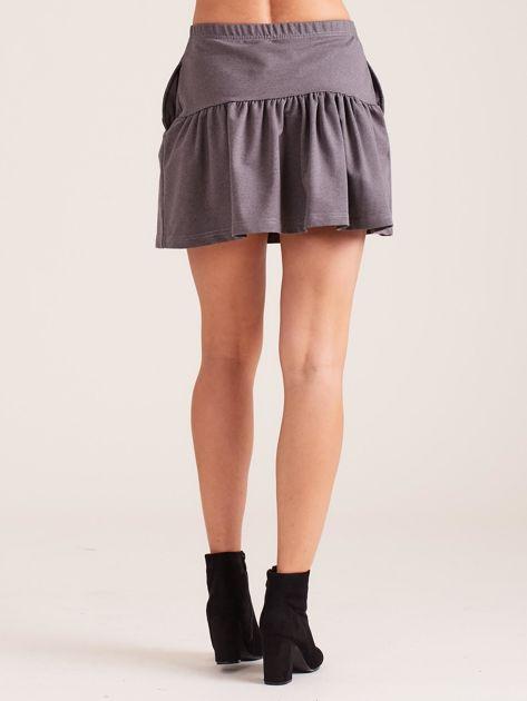 Ciemnoszara dresowa spódnica z falbaną                               zdj.                              2