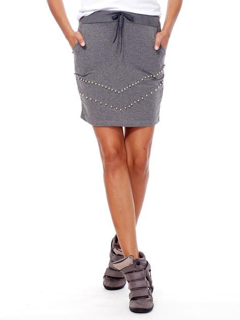 Ciemnoszara dresowa spódnica z kieszeniami i perełkami                              zdj.                              1