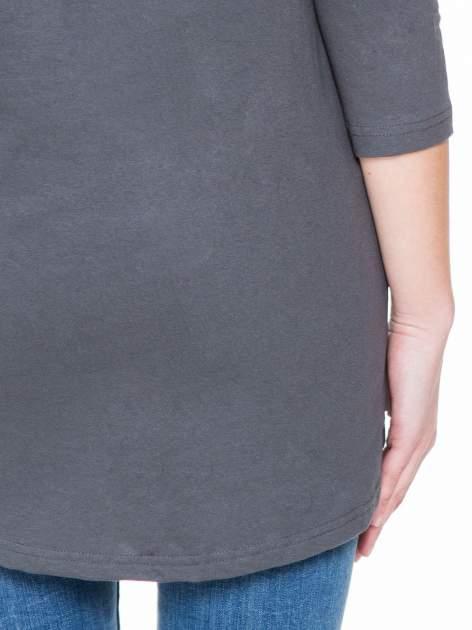 Ciemnoszara gładka bluzka z dłuższym tyłem                                  zdj.                                  8