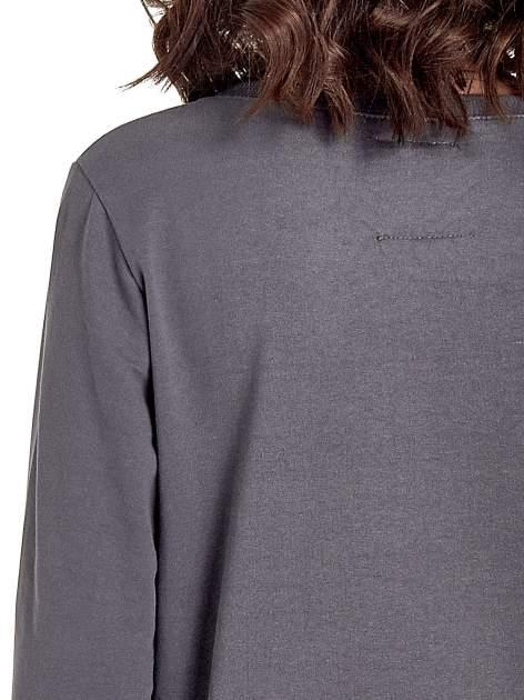 Ciemnoszara klasyczna bluza damska z napisem IN LIFE SIMPLE IS BEST                                  zdj.                                  7