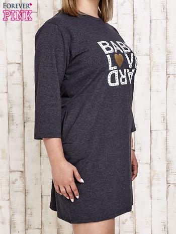 Ciemnoszara sukienka dresowa z napisem BABE PLUS SIZE                                  zdj.                                  3