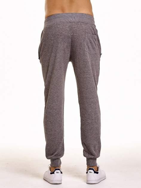 Ciemnoszare melanżowe spodnie męskie z trokami i kieszeniami                                  zdj.                                  5