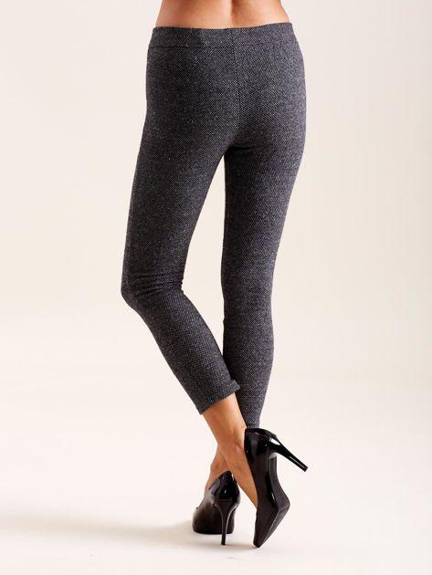 Ciemnoszare spodnie w drobne wzory                              zdj.                              2