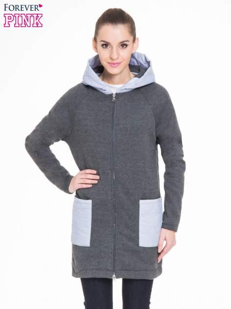 Ciemnoszary dresowy płaszcz z kapturem i pikowanymi kieszeniami