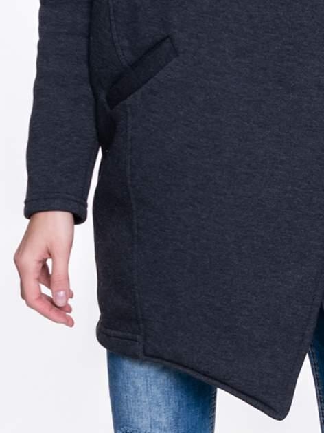 Ciemnoszary płaszcz dresowy z kapturem zapinany na napy                                  zdj.                                  6