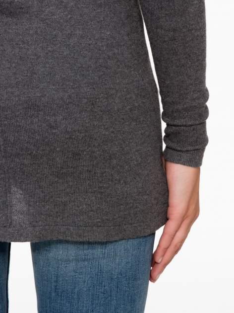 Ciemnoszary sweter z dłuższym tyłem i rozporkami po bokach                                  zdj.                                  10