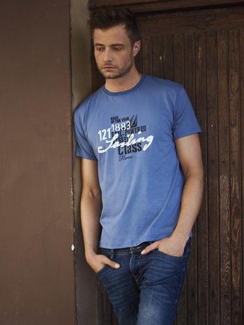Ciemnoszary t-shirt męski z marynarskim motywem i napisem SAILING                                  zdj.                                  1