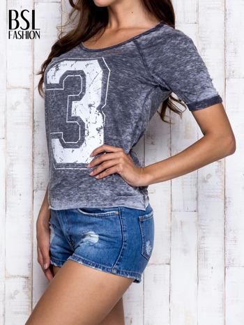 Ciemnoszary t-shirt z cyfrą 3                                  zdj.                                  4
