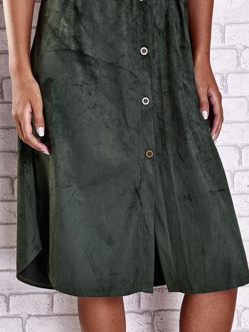 Ciemnozielona zamszowa sukienka z rozcięciami po bokach                                  zdj.                                  7