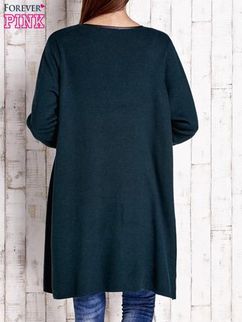Ciemnozielony otwarty sweter ze skórzaną lamówką                                  zdj.                                  2
