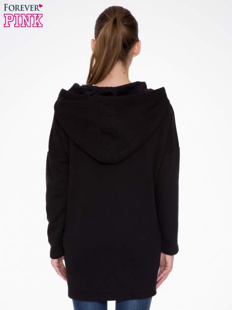 Czarna bluza dresowa z kapturem i suwakiem z boku                                  zdj.                                  4