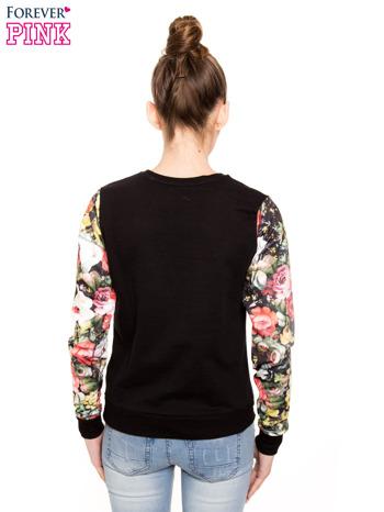 Czarna bluza dresowa z rękawami w motyw kwiatowy                                  zdj.                                  3