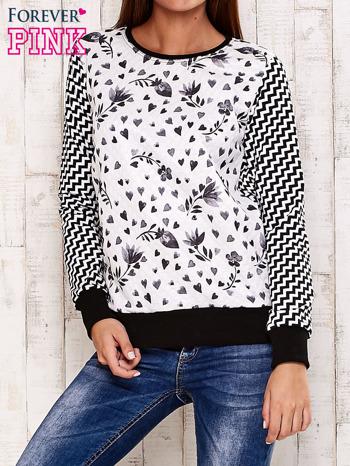 Czarna bluza z motywem serduszek i geometrycznym tyłem                                  zdj.                                  1