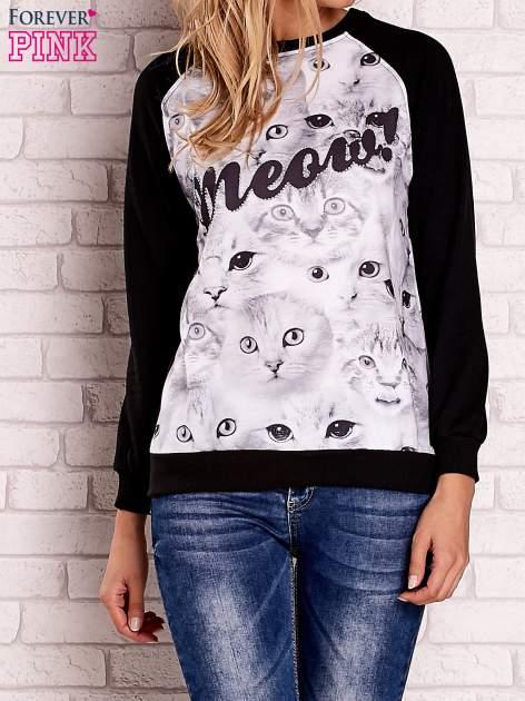 Czarna bluza z nadrukiem kotów i napisem                                  zdj.                                  1